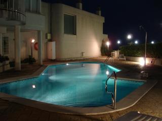 LUZ-Hermosa casa primera linea en playa Balmins, Sitges