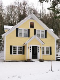 Classic Stowe Vermont House - Walk into Village
