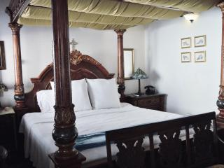 BEST Value Luxury Villa- A MUST SEE, San Juan