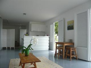 Studio confortable avec cuisine équipée et vue mer