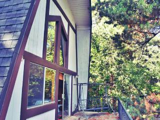 Lake Gregory Cabin + Romantic Loft, Crestline