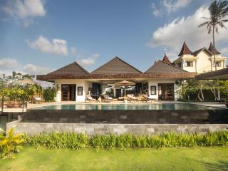 Villa Sunset View - Tranquil and Luxury, Canggu
