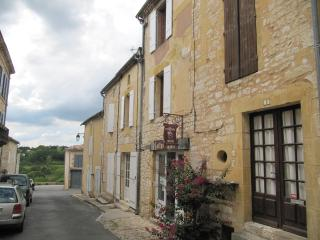 Gite Le Coeur restored medieval village townhouse