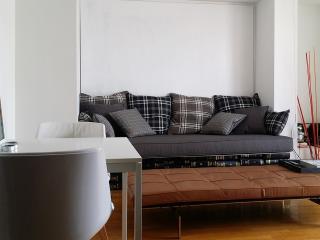 The Penthouse Suite, Atenas