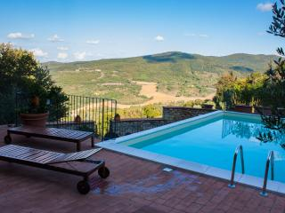 Rustic home Il Torrione, private garden and pool