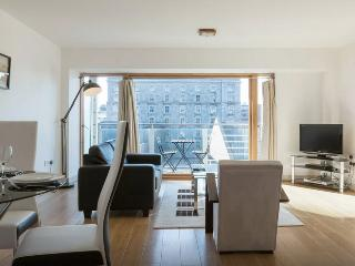 Amazing Dockland Apt with Parking., Dublín