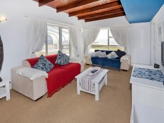 Beachfront Studio Style Penthouse, Summerstrand