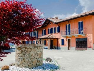 Wonderful House on Hilltop in Langhe, Sinio