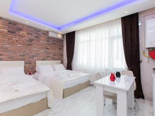 Two-Bedroom Apartment With Balcony In Taksim, Estambul