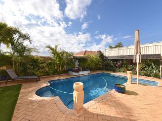 6 BR Resort House 4km from City, Perth