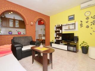 TROGIR, MASTRINKA Cozy apartment Grigic