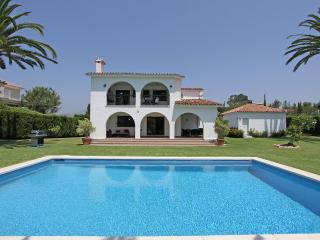 Exclusive Villa hugh heated Pool Garden- BBQ Area, San Pedro de Alcantara