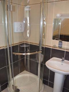 Master Queen Bedroom en Suite with Electric Shower
