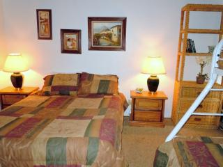 #66 Deluxe 2 BR Townhouse next to Snow Summit, Big Bear Lake