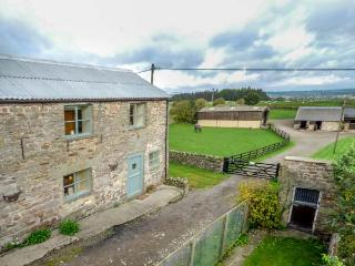 FELL VIEW STABLES COTTAGE, secluded location, ground floor bedrooms, Middleham