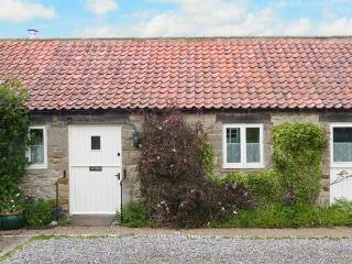 PARTRIDGE COTTAGE, pet-friendly, character holiday cottage, with a garden in Kir