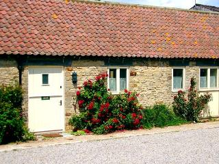 GROUSE COTTAGE, pet-friendly, woodburner, character cottage, with a garden in Kirkbymoorside, Ref. 929319