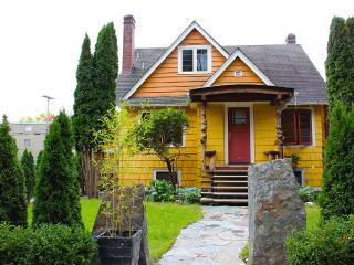 Yellow Cottage 2BR Private Suite, Vancouver