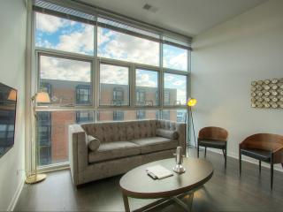 3BR w/Huge Windows in Lincoln Park, Chicago