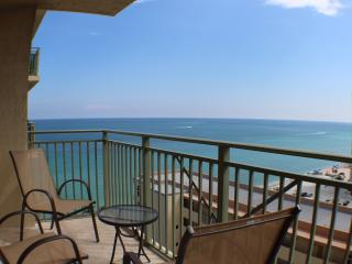 ***Luxurious Oceanfront Apartment***