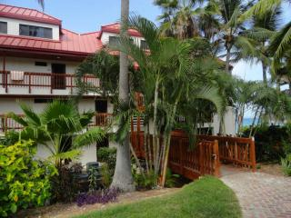 Right on the Beach -Stunning Fully Renovated Condo