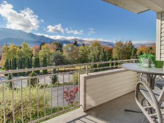 Second-floor condo w/ community pool and hot tub!, Chelan
