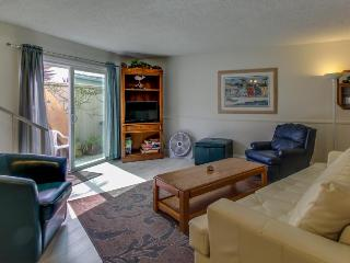 Walk to the beach and downtown - sleeps six!, San Clemente