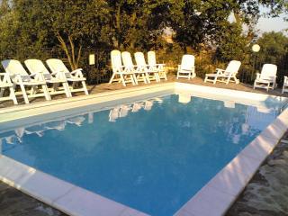 casa  con piscina   panoramica