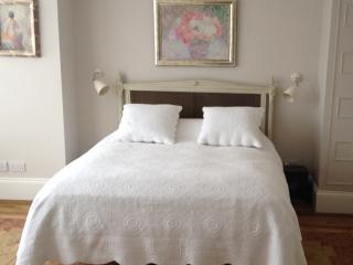 Gorgeous Master Super King/Twin bedded Ensuite BR, Richmond