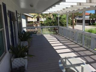4 Bedroom Beach House, Breathtaking Oleander, SPI
