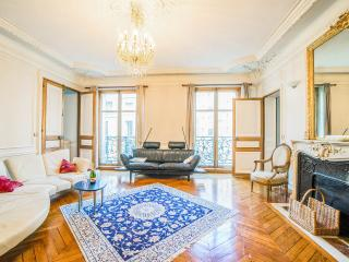 5 ROOMS 3 or 4 bedrooms 4 bathrooms CHAMPS ELYSEES, París