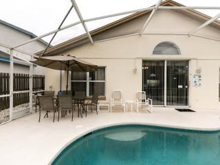 4 Bedroomed Luxury Villa 4 miles from Disney, Kissimmee