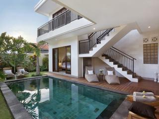 %% OFFERS!!!! LUXURY! 3 BEDROOM Villa with POOL IN SEMINYAK/KUTA/CLOSE to BEACH!, Seminyak