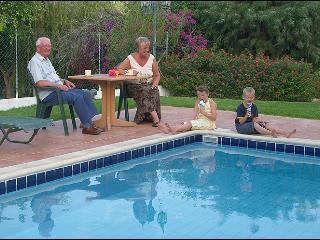 Regina's 3BDR ,private pool,garden,patio,BBQ wi-fi