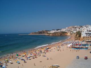 PRPPT126 Foot on beach, just 50 m to be on top., Albufeira