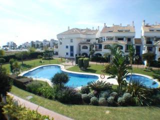 3 bedroom apartment set just 200 metres from the b, San Pedro de Alcantara