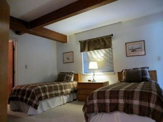 Mountain Edge  - 2BR Condo Silver #202 - LLH 60053, Crested Butte