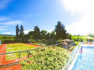Villa JOLIE with private tennis court, pool, sauna ..
