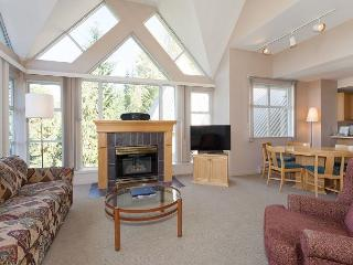 Woodrun Lodge 517 | Ski-in/Ski-out, Fireplace, Common Hot Tub and Pool, Whistler