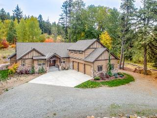 The BEST 5BD Home Near Suncadia! Game Room+Hot Tub, Private Patio,Slps16
