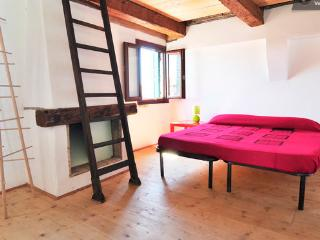 Bright room in the heart of Venice