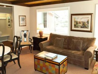 1 Bedroom Condo | W/D | Private Deck | 443 sq ft, Sun Valley
