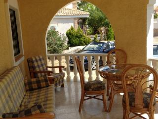 Front terrace with dining table for 6