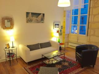 LOVELY 1 BEDROOM FLAT - HEART OF THE OLD BORDEAUX, Burdeos