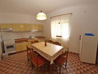 Apartment 880, Pula