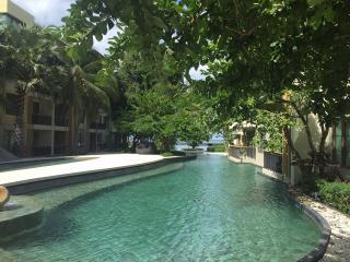 Cozy 2BR wifi apartment in Beachfront&pool condo