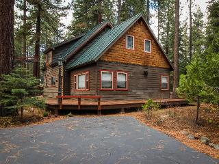 Walk your dog to the beach, then sit by the fireplace at this cozy home, Tahoe City
