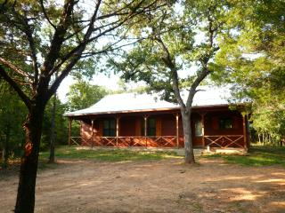 Trinity Trails: Lone Star Cabin on Lake Aquilla