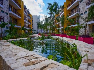 Brand New Condo, Fantastic Roof Top with Pool, Playa del Carmen