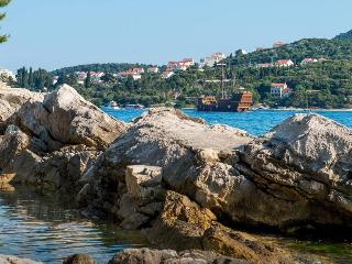 2 bedroom apartment with beach and amazing views, Dubrovnik